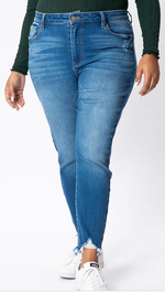 KAN CAN PLUS FRAYED ANKLE SKINNY JEANS