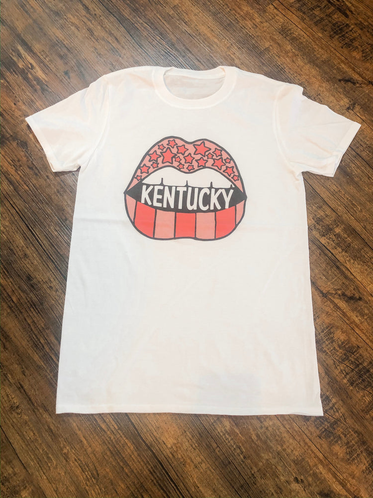 Shop KENTUCKY LIPS TEE -- As You Go Boutique