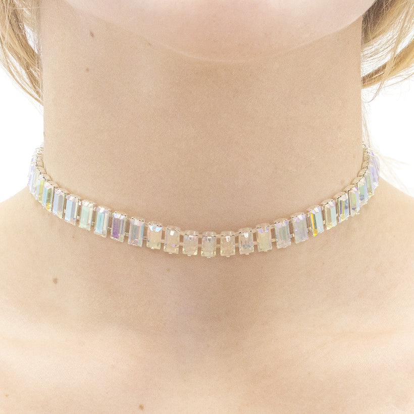 Holographic Crystal Choker