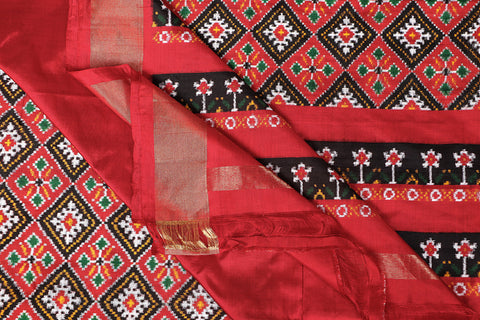 Handspun Pure Silk Patola Pochampally Ikat Saree With Blouse