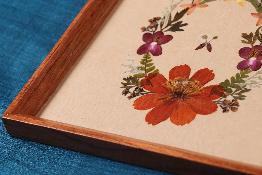 Classic Natural Flower Art Work Wall Hanging Wooden Frame (17cm x 16.5cm)