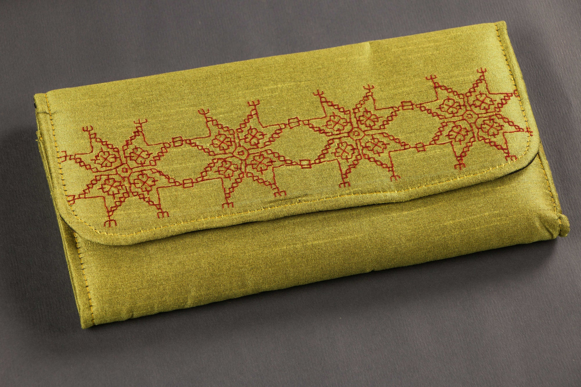 Clutch with Kasuti Hand Embroidery