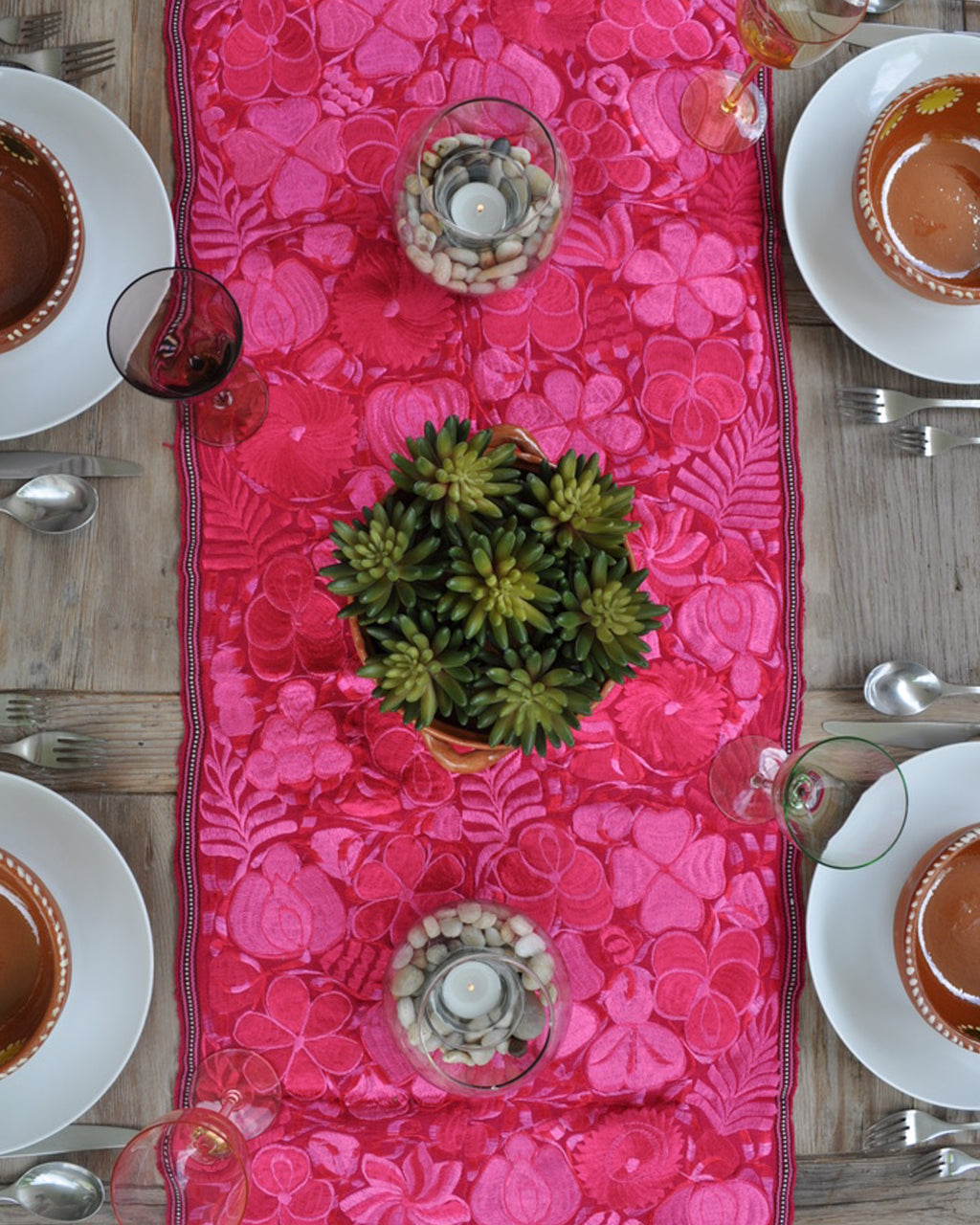 Fiusha bloom table runner
