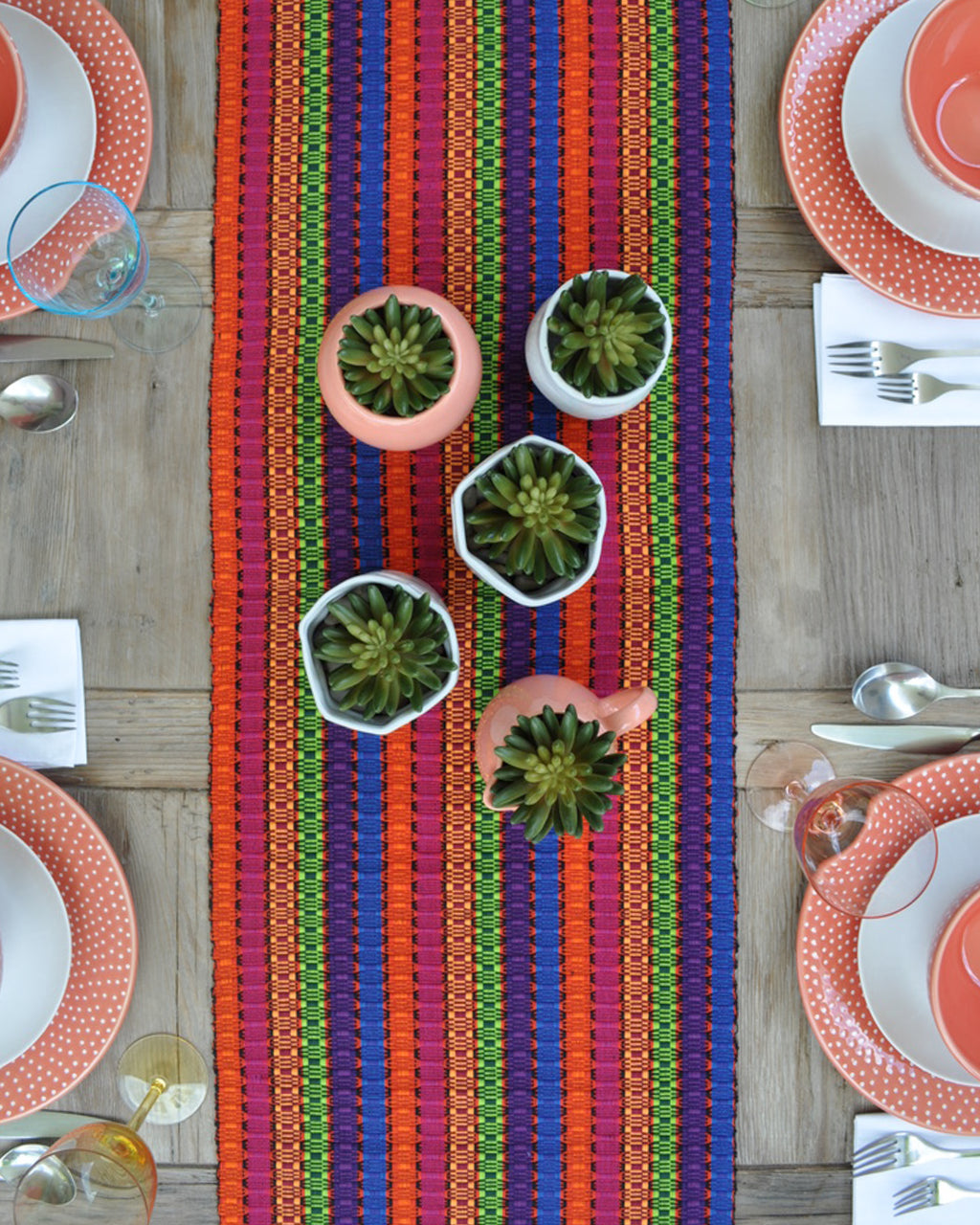 Weaved lines table runner