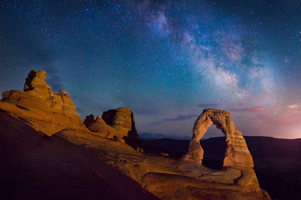 Delicate Arch under the stars in Utah