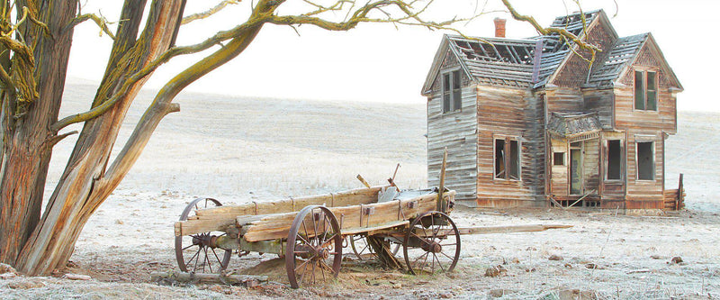 An old abandoned home and wagon in central Oregon
