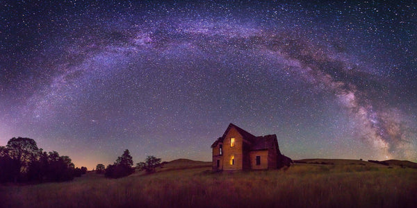 Abandoned farmhouse in central oregon under the milkyway. By Lijah Hanley.