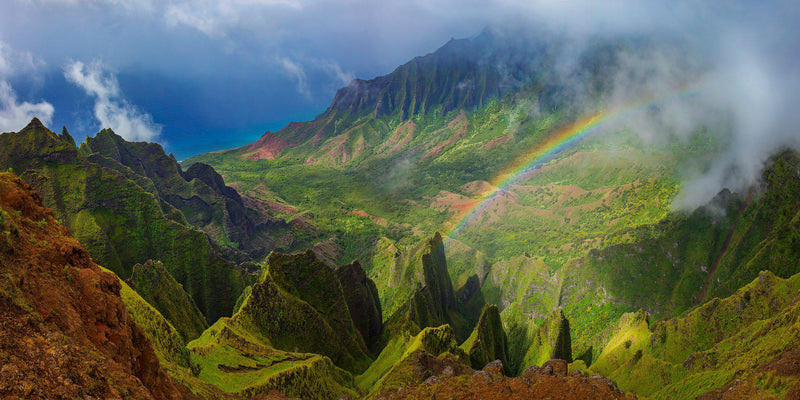 A rainbow along the napali coastline in Kauai. By Lijah Hanley.
