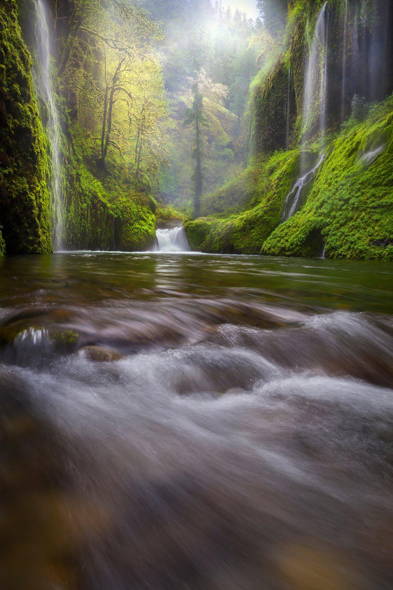 Waterfalls on eagle creek in Oregon. By Lijah Hanley