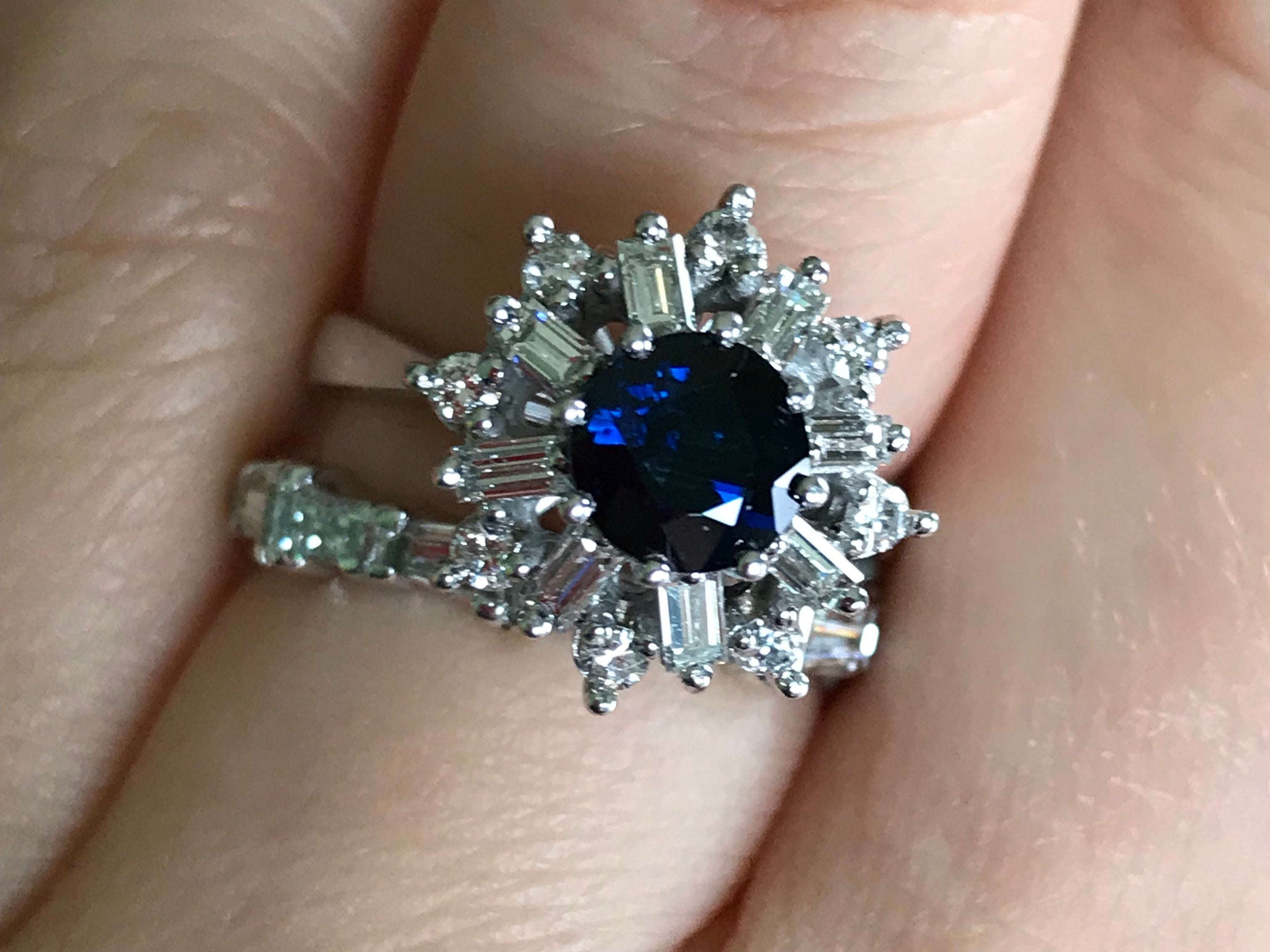 18k white gold blue sapphire and diamond starburst cluster ring - Pre-loved