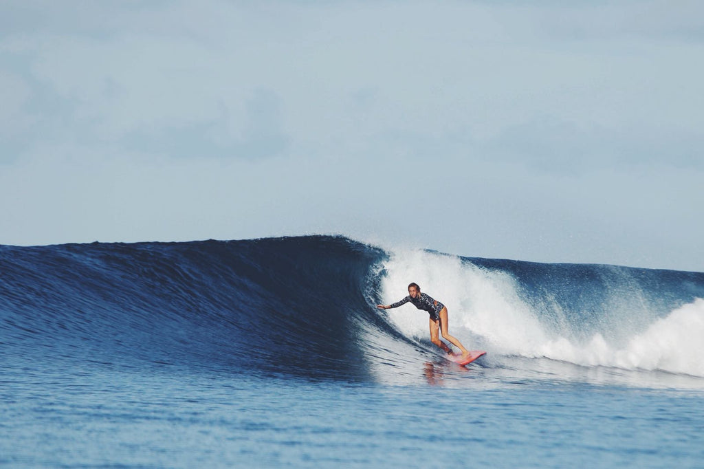 Amber Jones roadtests new Salt Gypsy Black Daisy range in Indonesia | www.saltgypsy.com #saltgypsy #sustainablesurf #styleinthelineup