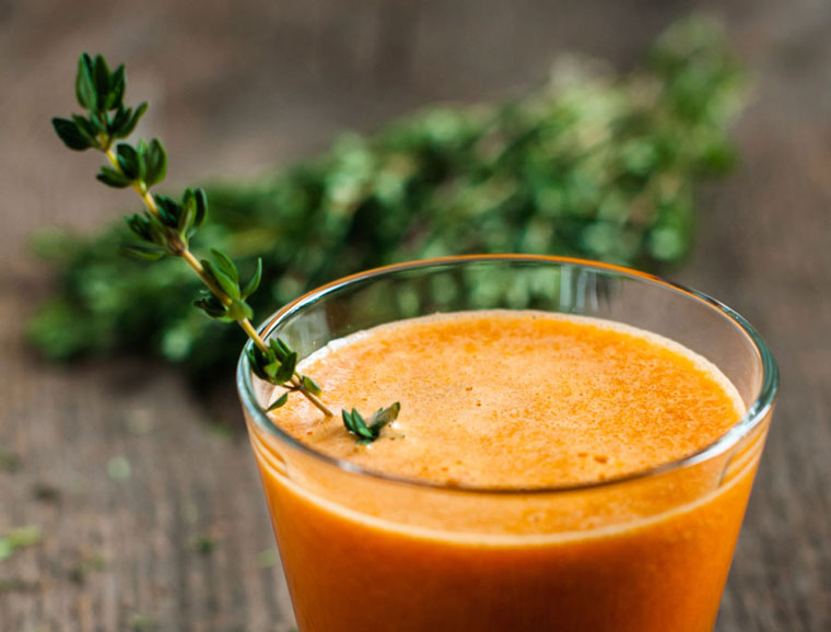Carrot juice with thyme