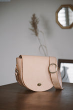 Load image into Gallery viewer, Veg Tan Saddle Bag