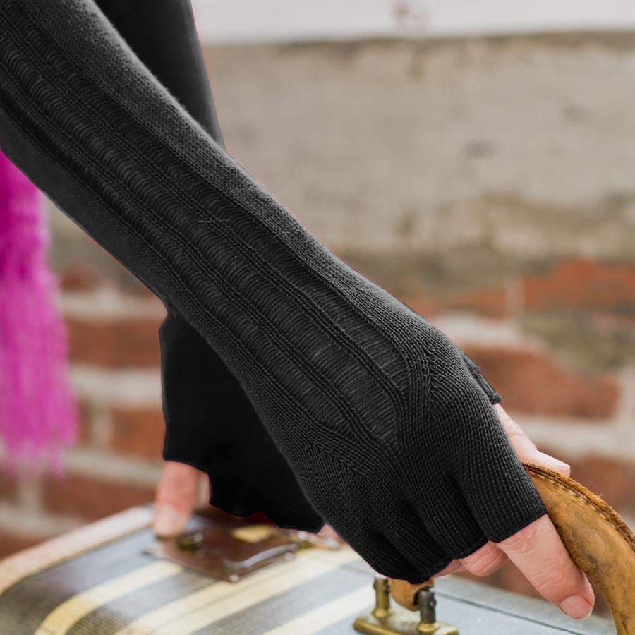 Indigenous Urban Fingerless Gloves - Black/Noir
