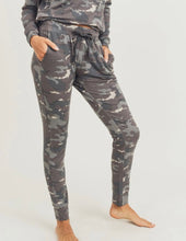 Load image into Gallery viewer, 2531 - Can you see me Camo Active Jogger