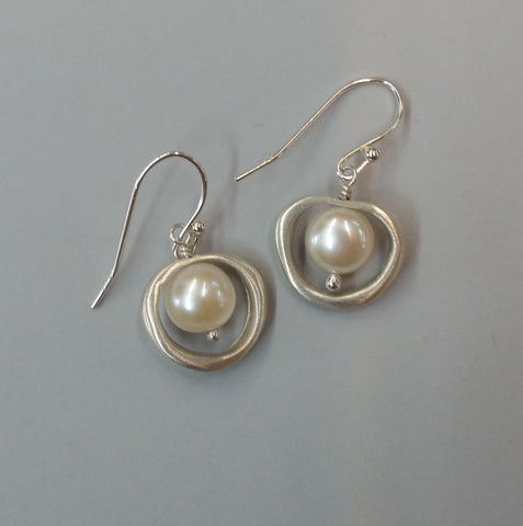 Organic Circle with Pearl Earrings