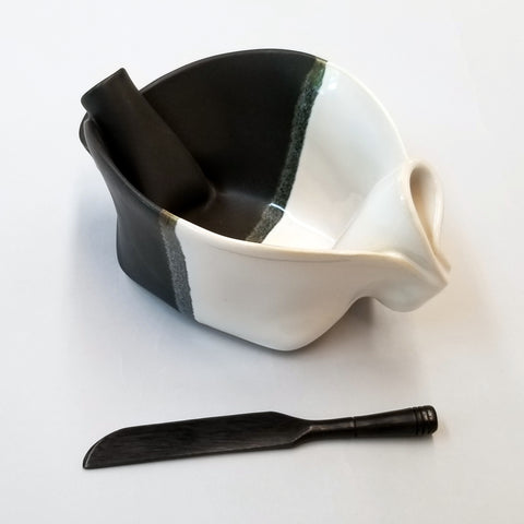 Pinch Pot - Black & White