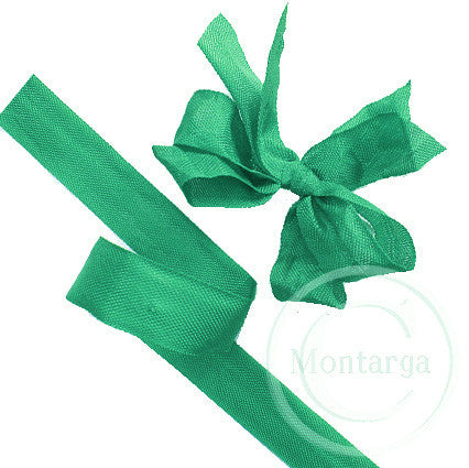 625 Grass Green Seam Binding Ribbon - 3 metres