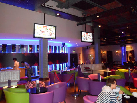 "42"" wall mounted digital screens in student union bar"