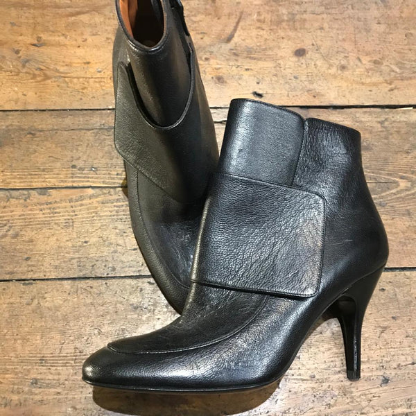 LANVIN BLACK LEATHER HEELED ANKLE BOOTS 37.5