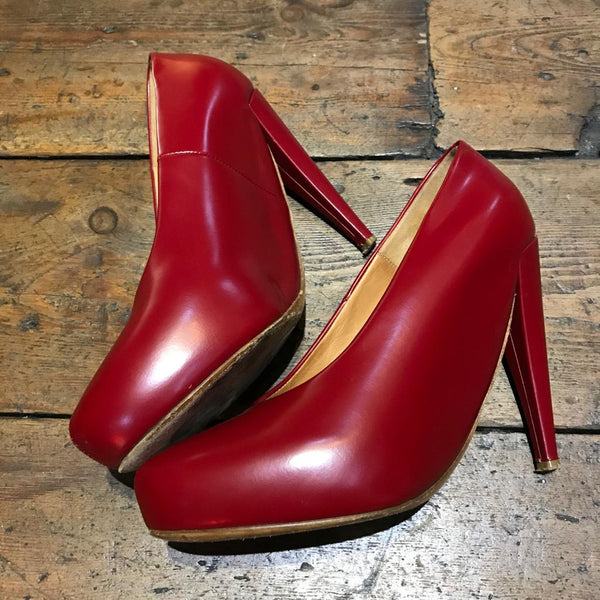 MARGIELA RED HEELS SIZE 39