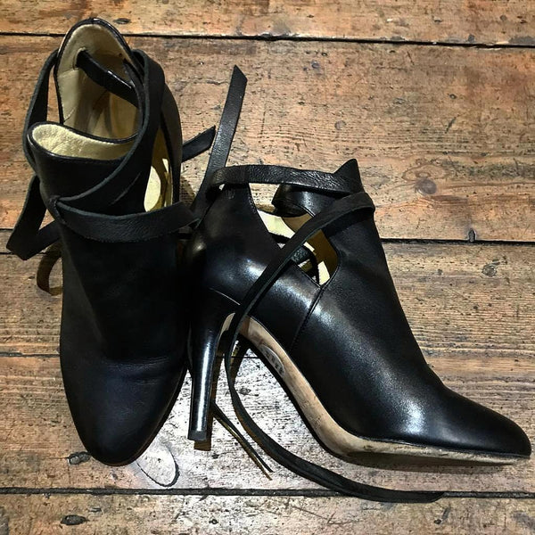 JIMMY CHOO BLACK HEELED ANKLE BOOT 37