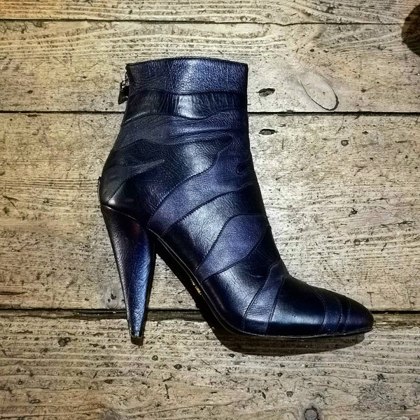 PRADA  BLACK / GREY LEATHER TIGER STRIPE HEELED ANKLE BOOTS (RESALE!!!)