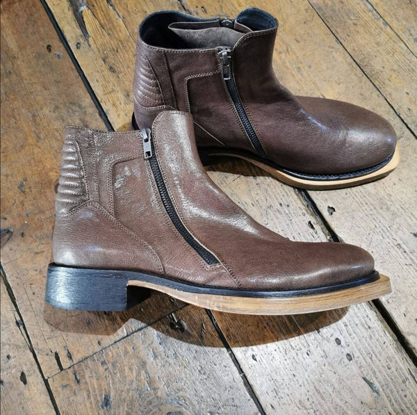 ANN DEMEULEMEESTER BROWN ANKLE BOOTS
