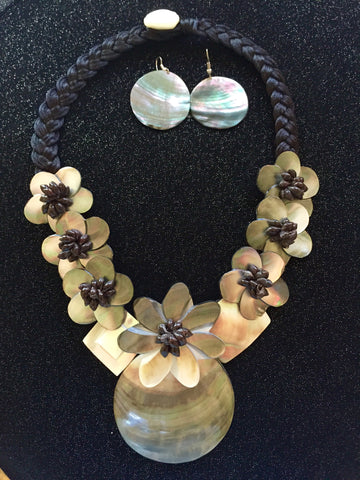 Mother-of-Pearl Flower Design Polynesian Necklace and Earrings