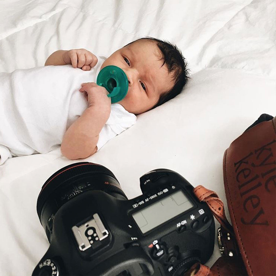 FOTO Blog | A Photographer's Complete Guide and Shot List for a Newborn Session