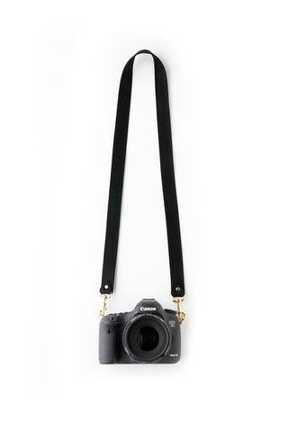 FOTO | The Designer in Black - a black genuine pebbled leather camera strap that can be personalized with a monogram or business logo, making this leather camera strap the perfect personalized gift.