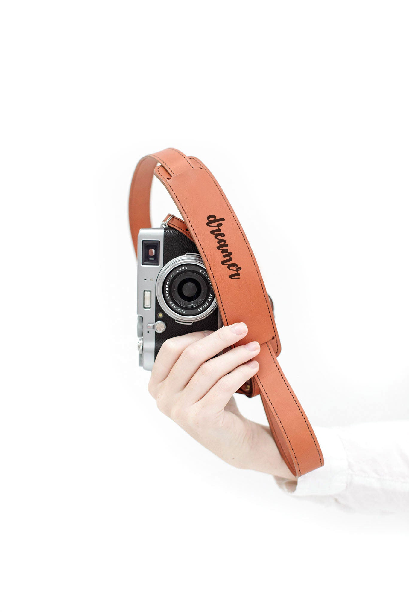 "FOTO | ""Dreamer"" Skinny Fotostrap - this genuine leather skinny camera strap is available in cognac and black leather, making it the perfect photographer gift!"