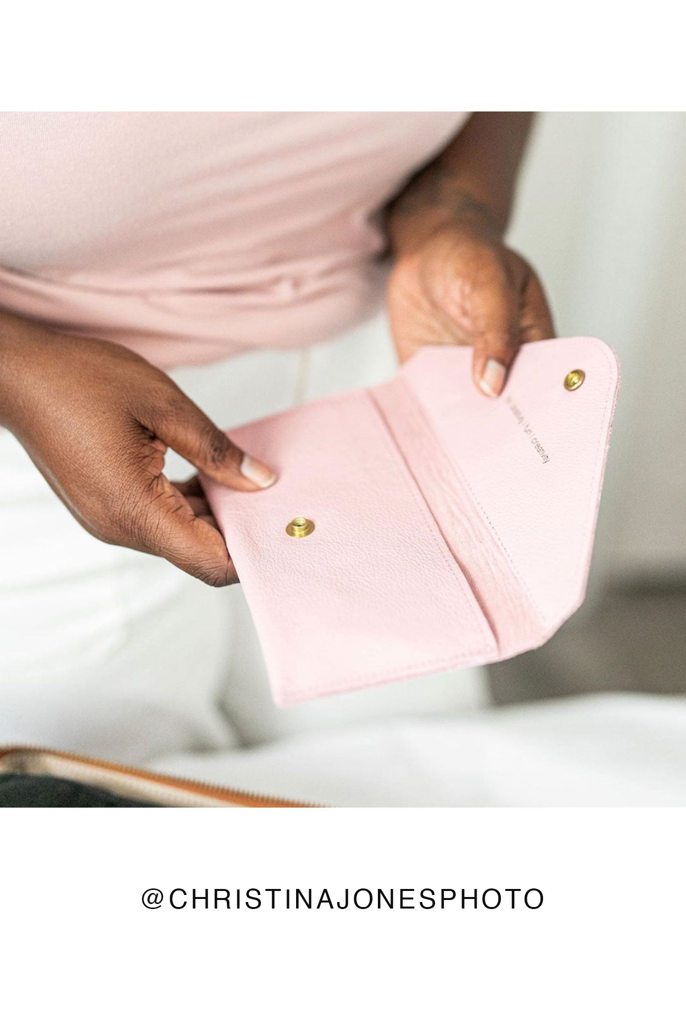 FOTO | Rose Memory Card Wallet - a pink pebbled leather SD and Compact Flash Memory Card holder that coordinates with our Rose Designer Fotostrap camera strap and can be personalized with a monogram or business logo, making it the perfect gift for the photographer in your life!