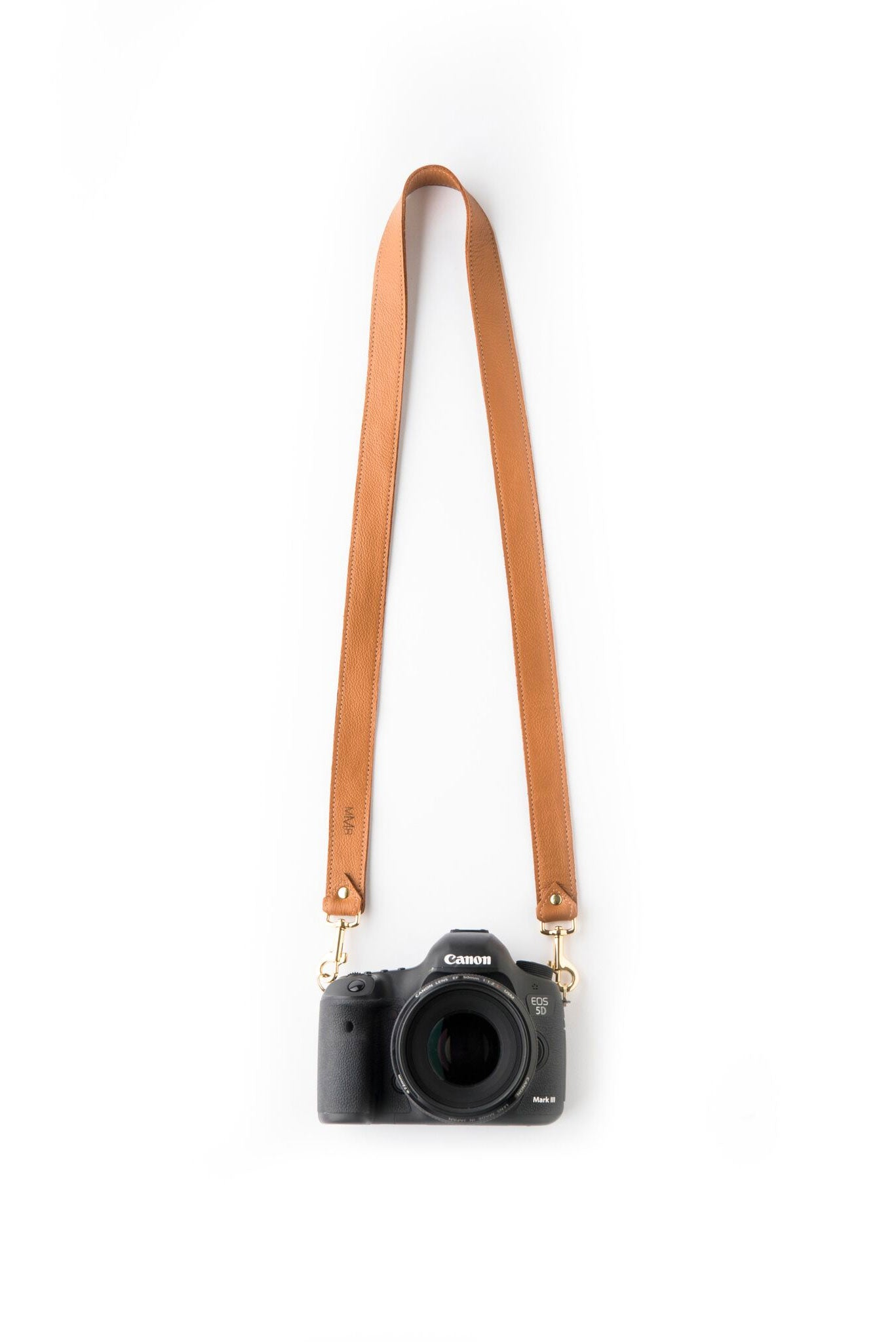 FOTO | The Designer in Saddle - a saddle brown genuine pebbled leather camera strap that can be personalized with a monogram or business logo, making this leather camera strap the perfect personalized gift.