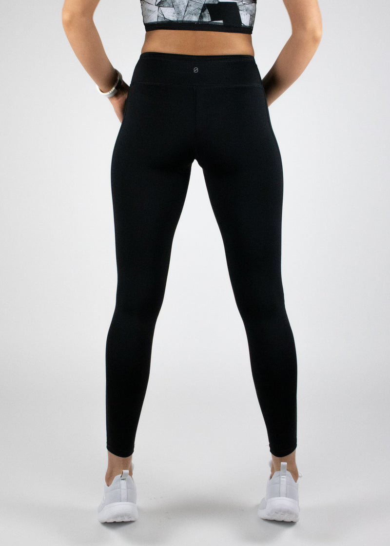 Matt black full length Hiiu leggings with mid-rise waist from Susimust SS19 collection blkgrain - back view of the leggings