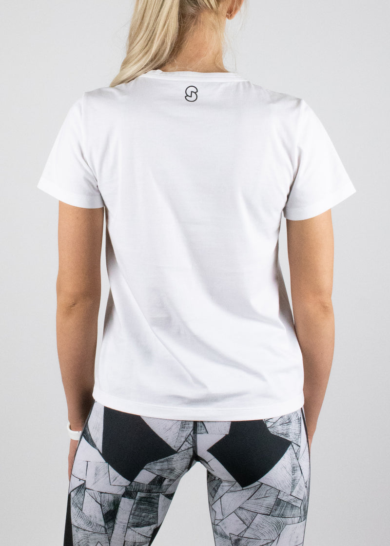Perfect Little White Tee with short sleeves and a small Susimust logo in black at nape from Susimust SS19 collection - back view