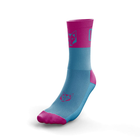 Socks of half height of the Otso brand pink and turquoise. Front photo