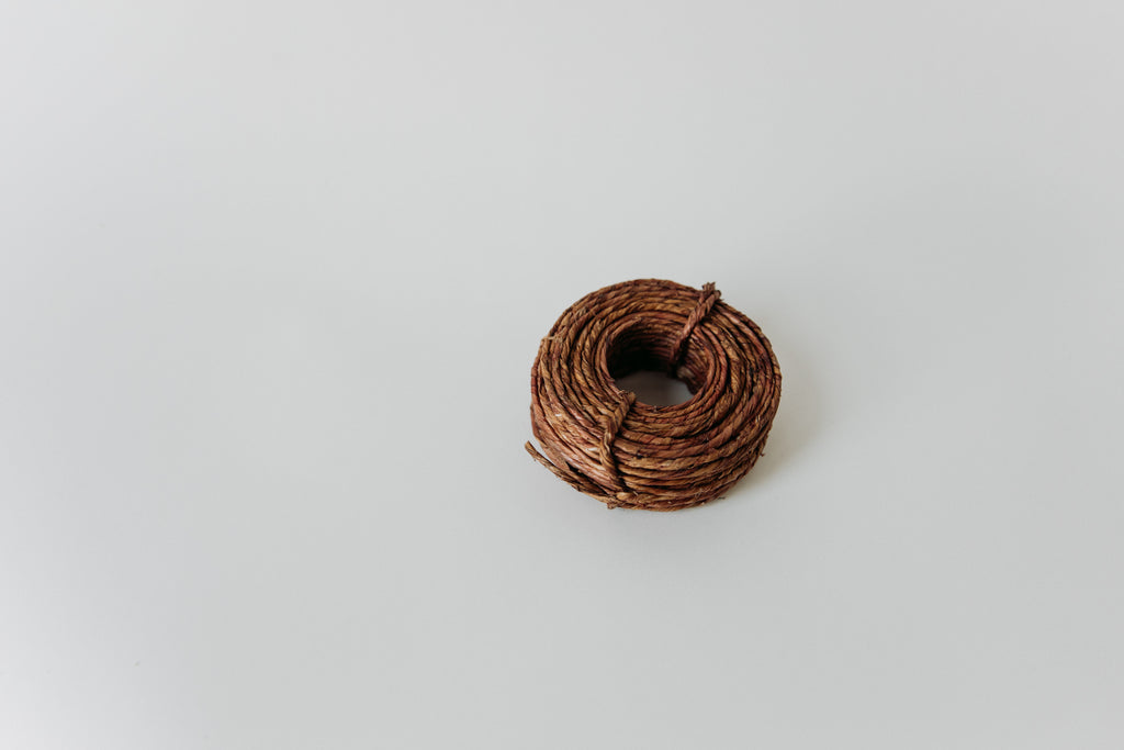 Wire with twine finishing
