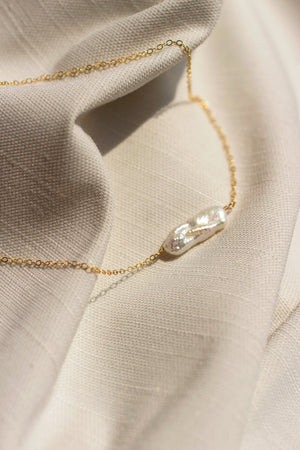 Biwa Solitaire Necklace