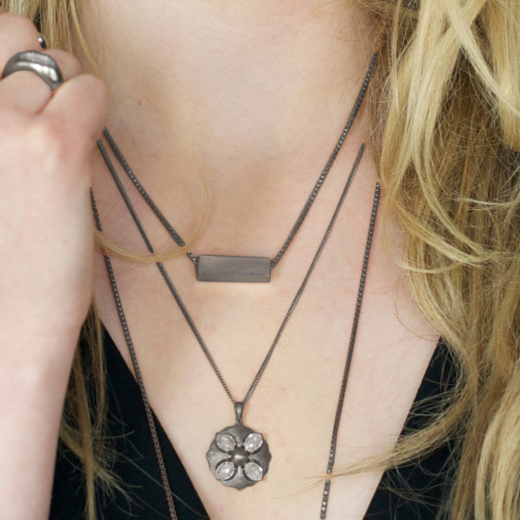 MINI POISE NECKLACE - GUNMETAL