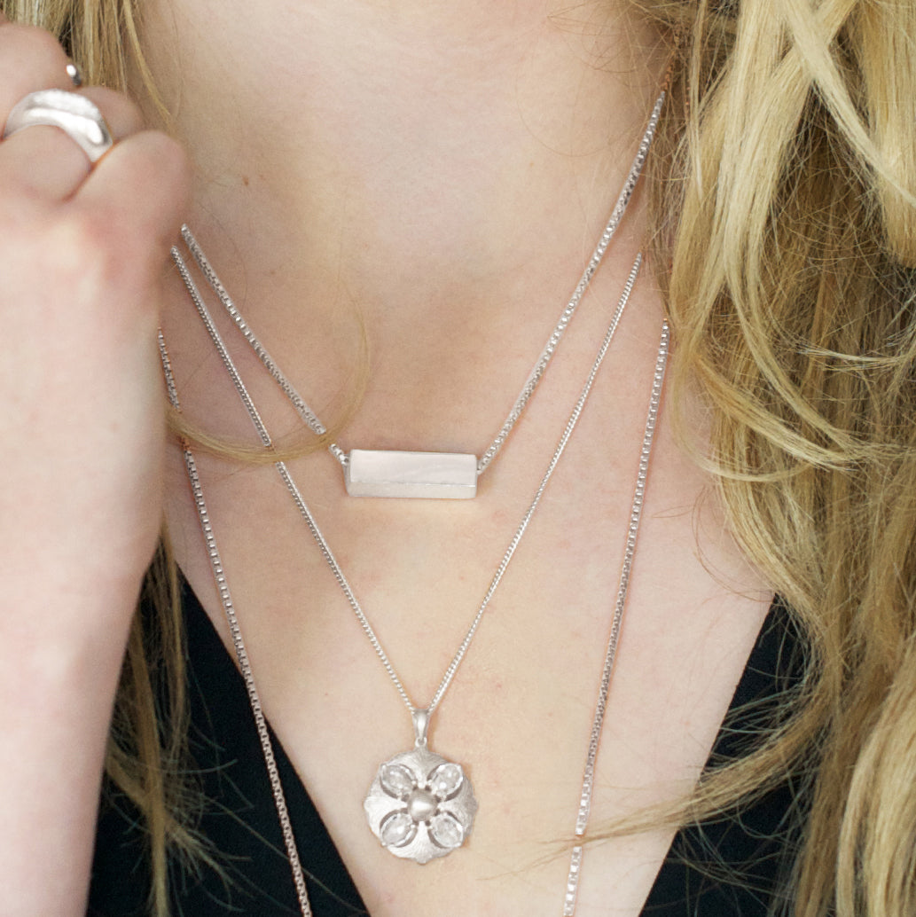 MINI POISE NECKLACE - SILVER
