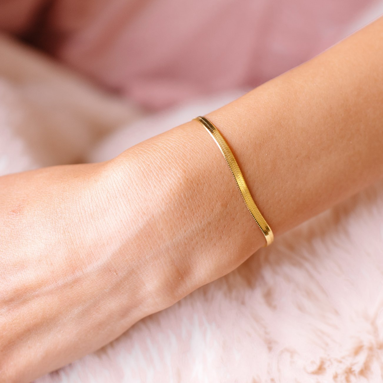 CHARMING HERRINGBONE BRACELET - GOLD - SO PRETTY CARA COTTER