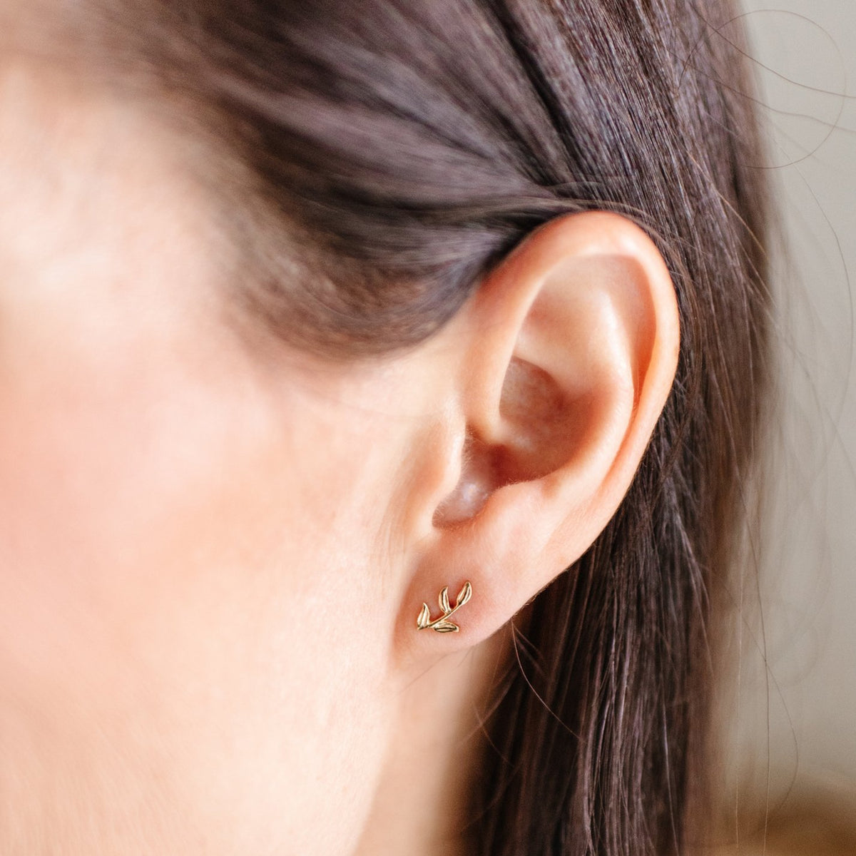FRAICHE INSPIRE OLIVE LEAF STUDS - GOLD - SO PRETTY CARA COTTER