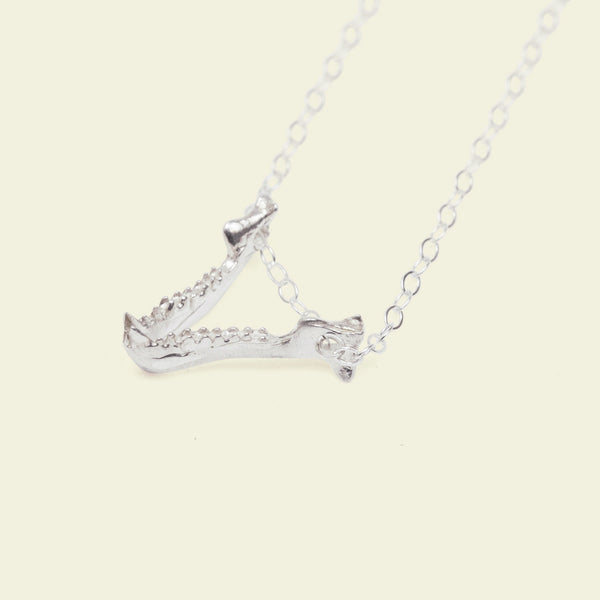 Bat Jaw Necklace (silver)