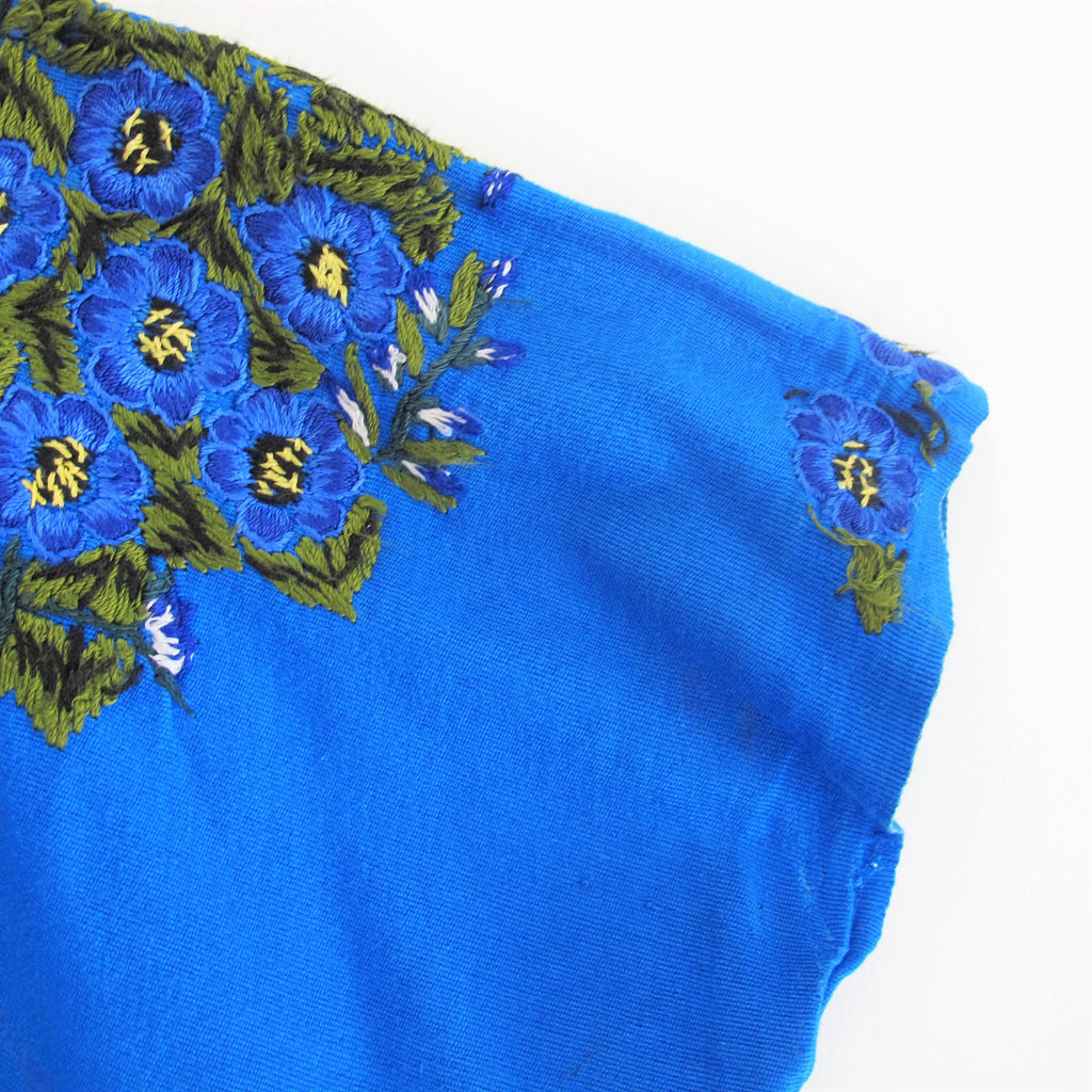 Vintage 1970s Huipil Poncho Top Blue Floral Embroiderd Poncho Blouse Guatemalan Mexican Embroidered Top South American Capelet Free Size XL