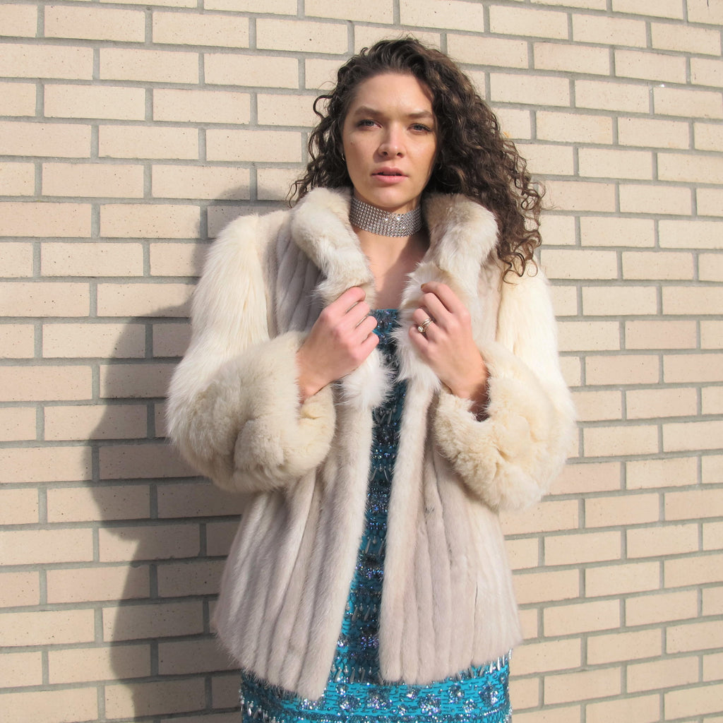 Vintage Saga Fox Fur Coat Fluffy Cream Mink Fur Coat 70s 80s White Fur Coat Blue Fox Coat Soft Fluffy Jacket Club Kid Disco Glam Rocker M/L