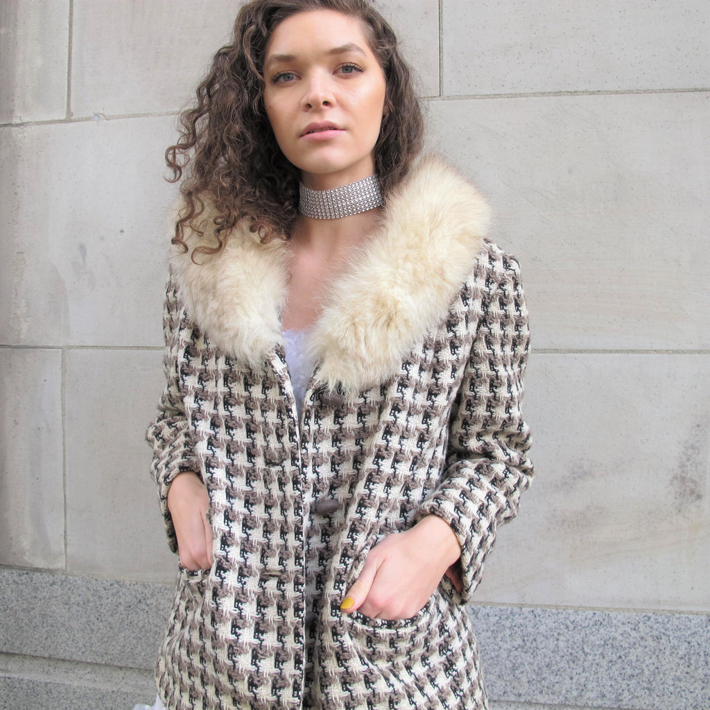 Vintage 60s Tweed Jacket Fox Fur Collar Coat Cream Checkered Tweed Wool Winter Coat Mid Century Classic Cropped Short Jacket Winter Womens L