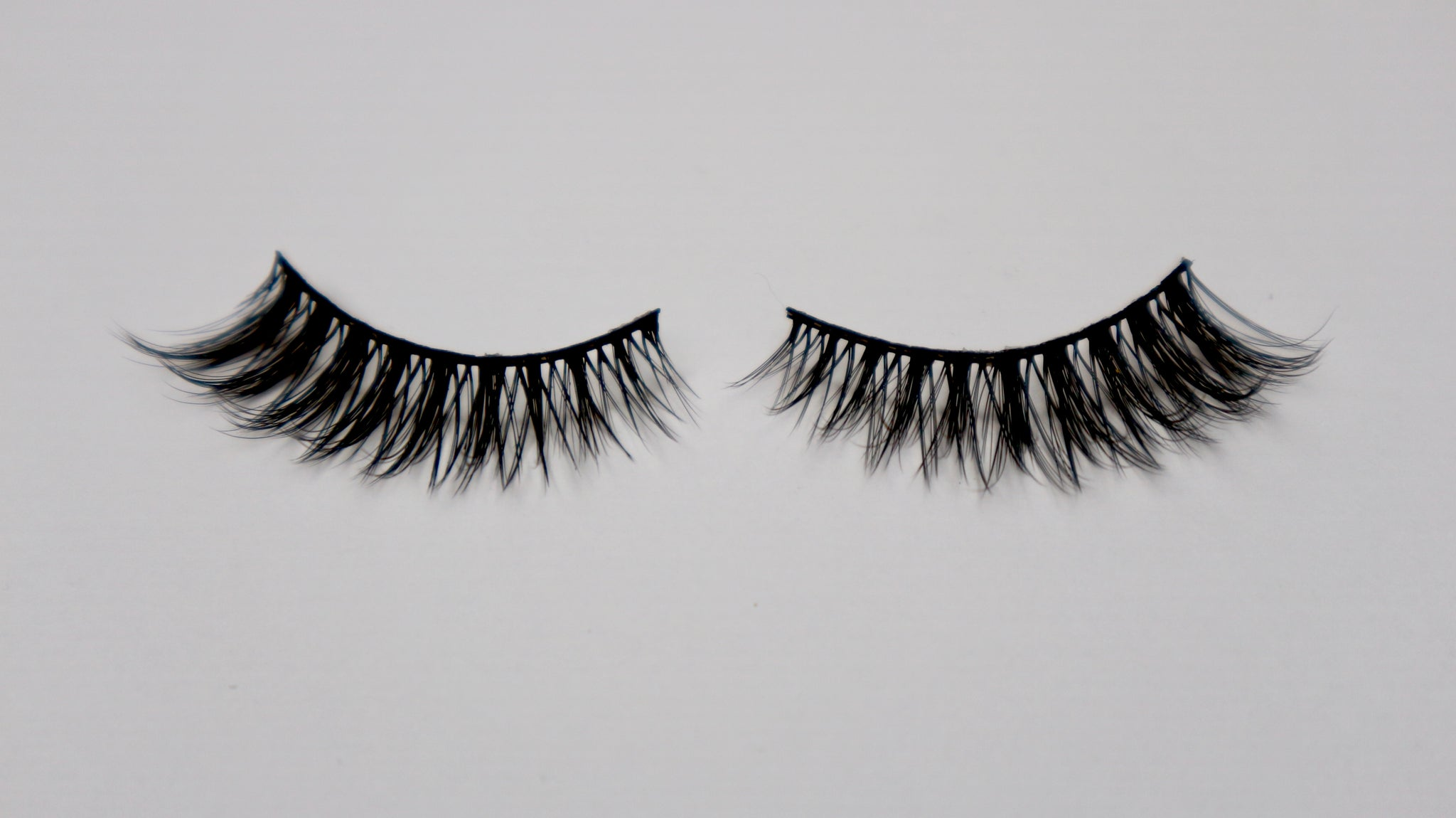 bacf6a5488f ... Load image into Gallery viewer, winged and full volume reusable fake  eyelashes by wispy winks