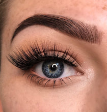 Load image into Gallery viewer, 4d everyday fluffy winged short false eyelashes by wispy winks