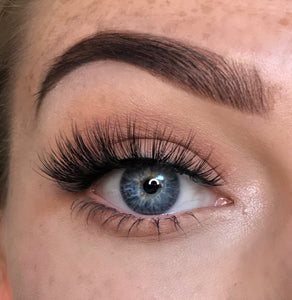 fluffy winged fake eyelashes by wispy winks